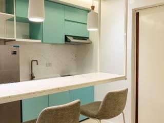 32.23 Residence Minimalist dining room by Pluszerotwo Design Studio Minimalist