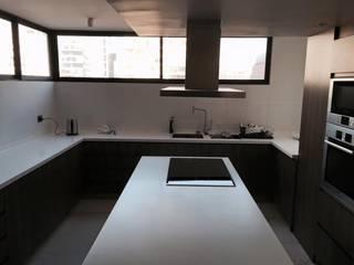 Remodelación de Cocina en Santiago: Cocinas equipadas de estilo  por AUTANA estudio, Moderno