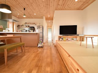 木の家株式会社 Modern living room Wood
