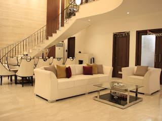 Mr.Gumber's Bunglow Classic style corridor, hallway and stairs by Umberto Architects Classic