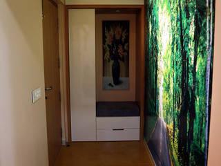 Minimalist corridor, hallway & stairs by Midas Dezign Minimalist