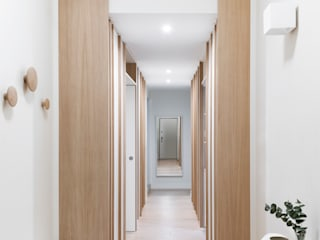 Scandinavian style corridor, hallway& stairs by PLUS ULTRA studio Scandinavian