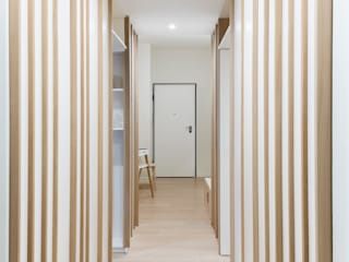 Scandinavian corridor, hallway & stairs by PLUS ULTRA studio Scandinavian