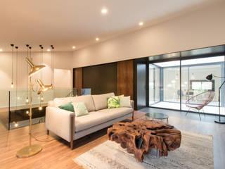 Reforma Interior Vivienda Unifamiliar Santa Bárbara:  de estilo  de mesquearquitectura