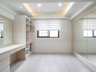 大片鏡面讓更衣室如個人伸展台一般:  更衣室 by 藏私系統傢俱