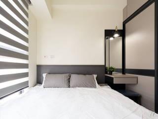 CYU House‧鳳凰真愛:  臥室 by 元作空間設計
