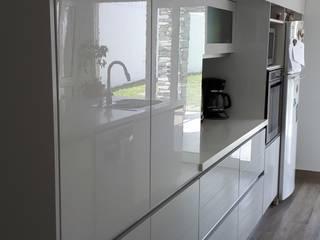 cocina de diseño de ZETA cocinas & closets Minimalista