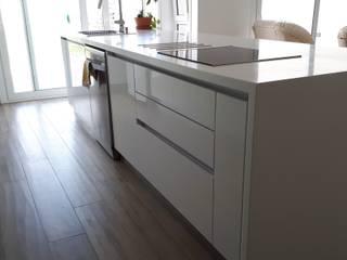 cocina de diseño de ZETA cocinas & closets Moderno