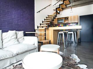 Reforma de un loft: Escaleras de estilo  por Ba75 Atelier de Arquitectura