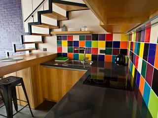 Reforma de un loft: Cocinas de estilo  por Ba75 Atelier de Arquitectura