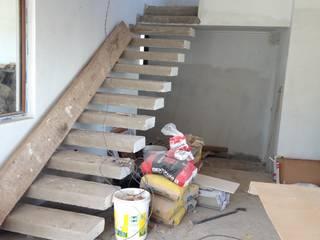 Proyecto Vivienda Macher: Escaleras de estilo  por Minimodo