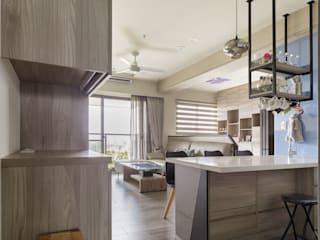 LIU House‧全民萬歲:  走廊 & 玄關 by 元作空間設計
