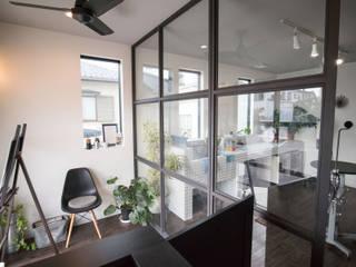 茅ヶ崎 店舗兼用住宅 ドッググルーミングスタジオ: ミナトデザイン1級建築士事務所が手掛けたオフィススペース&店です。,モダン