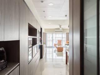 CHIU House‧GIGA巨蛋核心城 現代風玄關、走廊與階梯 根據 元作空間設計 現代風