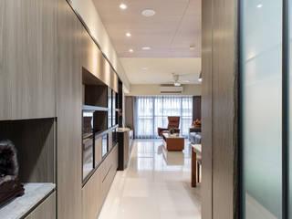 CHIU House‧GIGA巨蛋核心城:  走廊 & 玄關 by 元作空間設計