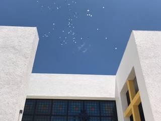 CENTRO ESPIRITUAL HERMANAS DE MARIA Paredes y pisos de estilo moderno de ARQUIQUALITA Moderno