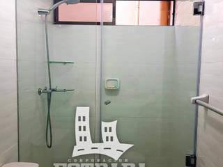 Baños de estilo moderno de VIDRIERIA CORPORACIÓN ESTRADA Moderno