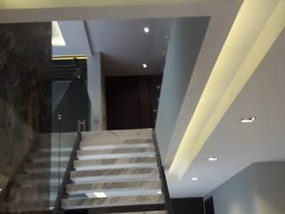 Construcciones ARSA Ruang Keluarga Modern Marmer White