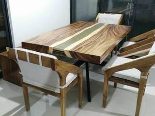 Mesa de Parota con Resina:  de estilo  por PINEDA DESIGN, Moderno