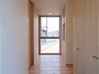 Pasillos y vestíbulos de estilo  de 中澤建築設計事務所, Escandinavo