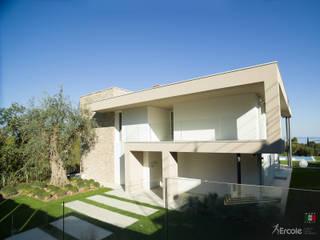 Vetrate Blindate per Villa: Porte scorrevoli in stile  di Ercole Srl