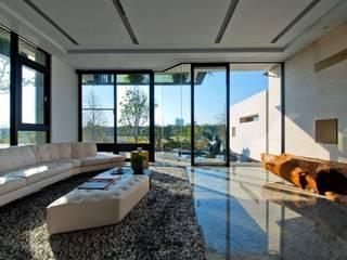 Living room by 大桓設計顧問有限公司