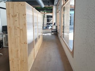 Mobiliario para local de atención al púbico Edificios de oficinas de estilo moderno de Visaespais, reformas y rehabilitaciones en Tarragona Moderno