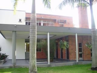 CASA UNIFAMILIAR L XI - JAMUNDI de DESIGNIO Arquitectura + Objetos Tropical