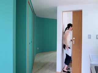 路地のような賃貸ルーム モダンスタイルの 玄関&廊下&階段 の 一級建築士事務所 感共ラボの森 モダン