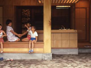 Столовые комнаты в . Автор – (株)独楽蔵 KOMAGURA,