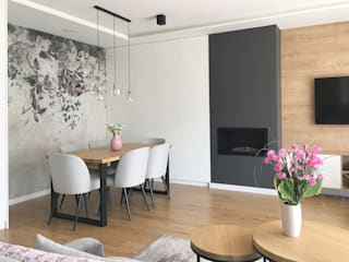 Belleville projektowanie wnętrz Ruang Keluarga Modern Kayu Pink