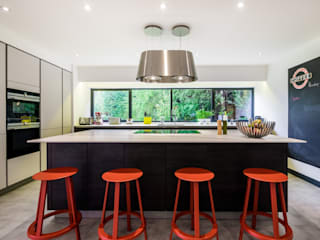 Handleless Kitchens : modern  by LWK Kitchens SA, Modern