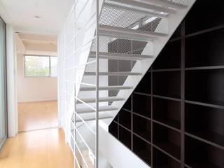 Stairs by 株式会社小木野貴光アトリエ 級建築士事務所,
