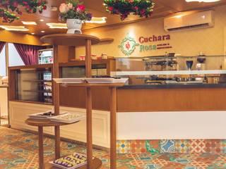 Cuchara Rosa : Espacios comerciales de estilo  por Almadera,