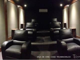 RESIDENCIAL | CASA UNIFAMILIAR TECAMACHALCO: Electrónica de estilo  por Tk arquitectura, Moderno