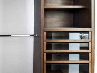Residencia Provenza : Vestidores y closets de estilo  por Almadera,