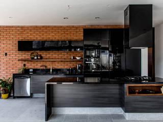 Residencia Provenza : Muebles de cocinas de estilo  por Almadera,
