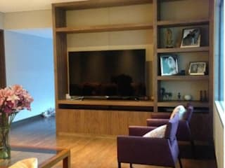 RESIDENCIAL | CASA UNIFAMILIAR 213 BOSQUES DE SANTA FE: Electrónica de estilo  por Tk arquitectura, Moderno