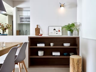 Minimalist corridor, hallway & stairs by 樸十設計有限公司 SIMPURE Design Minimalist