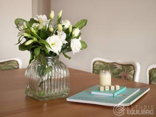 Столовая комната в стиле модерн от Estudio Equilibrio Модерн