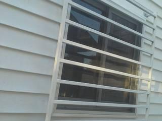 Ampliación Cesfam Las Quilas, Temuco Puertas y ventanas modernas de CEC Espinoza y Canales LTDA Moderno
