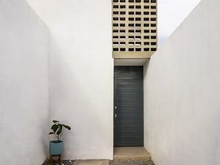 by CUBO ROJO Arquitectura Modern