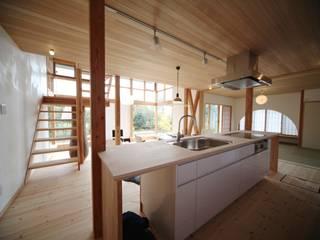 Кухня в скандинавском стиле от 株式会社高野設計工房 Скандинавский