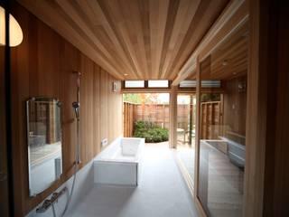 眺めの良いバスルーム 北欧スタイルの お風呂・バスルーム の 株式会社高野設計工房 北欧