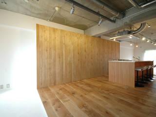 マンションリノベーション 121: モノスタ'70が手掛けた廊下 & 玄関です。,オリジナル