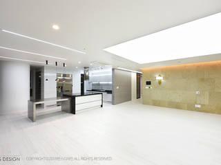 럭셔리 모던 컨셉 인테리어 : 빈스디자인의  거실