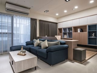 三發地產建設-三發匯世界:  客廳 by SING萬寶隆空間設計