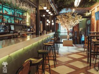 Proyecto de reforma, interiorismo, decoración y rehabilitación de bar en centro histórico de Valladolid Bares y clubs de estilo ecléctico de MEDITERRANEAN FUSION S.L. Ecléctico