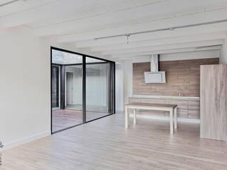 Proyecto y construcción de Casa Patio en Laguna de Duero Cocinas de estilo minimalista de MEDITERRANEAN FUSION S.L. Minimalista