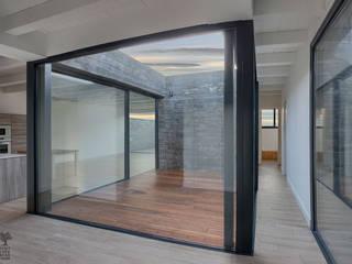 Proyecto y construcción de Casa Patio en Laguna de Duero Jardines de estilo minimalista de MEDITERRANEAN FUSION S.L. Minimalista
